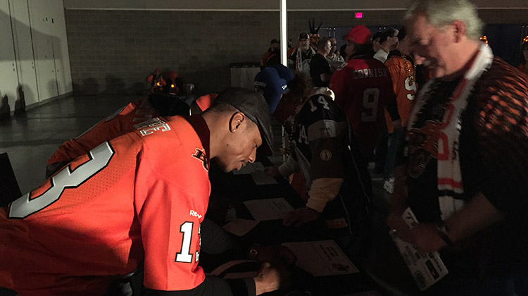 Grey-Cup-102-Autograph-Signing-1